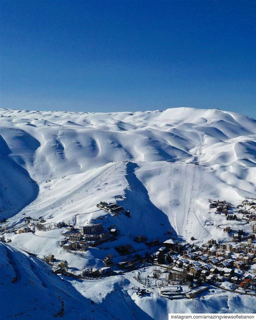 Snowy highlands of Mzaar Kfardebian in spring ⛷ Happy labor day🙌 (Mzaar Kfardebian)